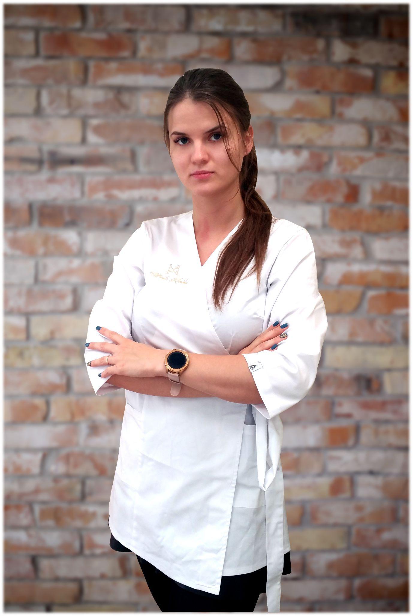 Miesto klinikos protezuojanti gydytoja odontologė